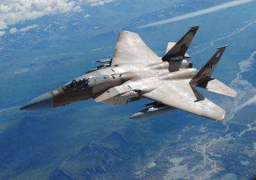 Максимальная скорость самолета F-15 может достигать 3065 км/час