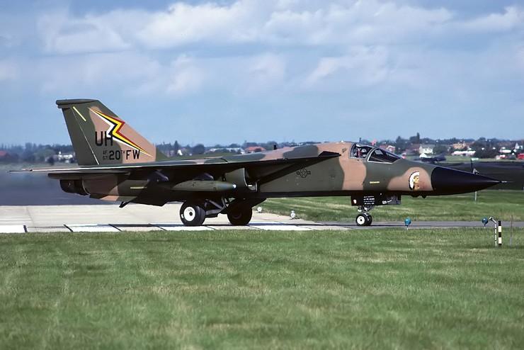 Скорость F-111 может достигать 3060 км/час.