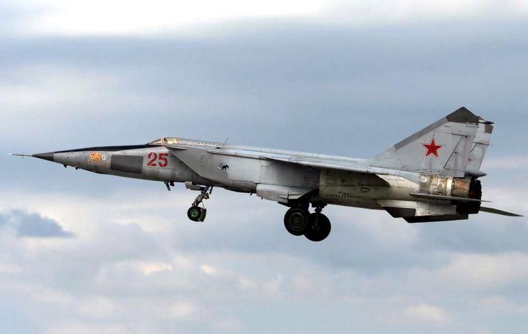 Уникальность МиГ-25 заключается в том, что он на огромной скорости может поражать воздушные цели на 25 километровой высоте
