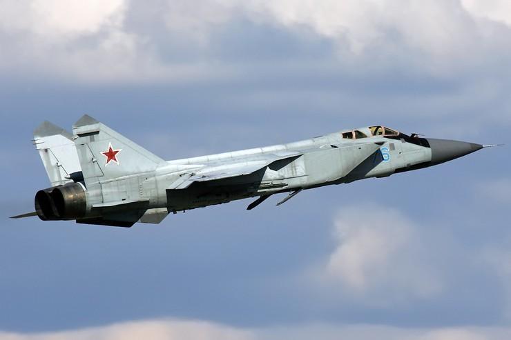 МиГ-31 может летать на сверхзвуковых скоростях на различных высотах