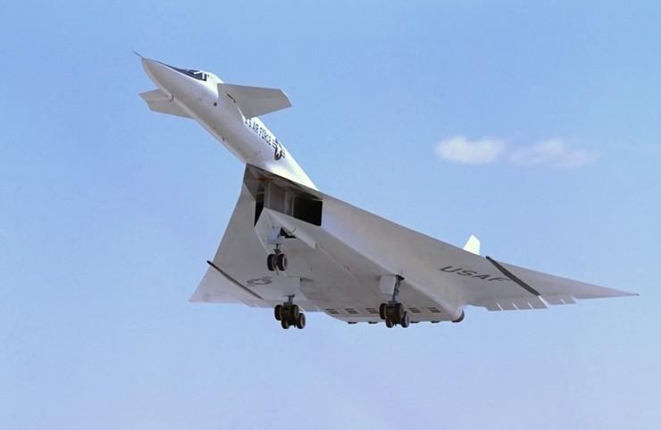 Высокая скорость бомбардировщику XB-70 Valkyrie была необходима для отрыва от советских самолетов-перехватчиков