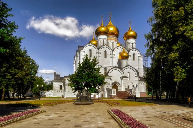 Ярославль имеет огромное количество древних архитектурных памятников, религиозных соборов