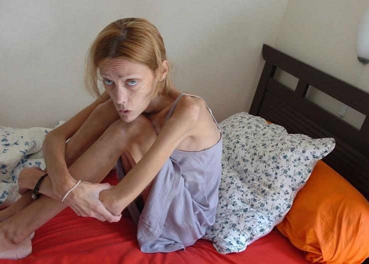 Изабель Каро