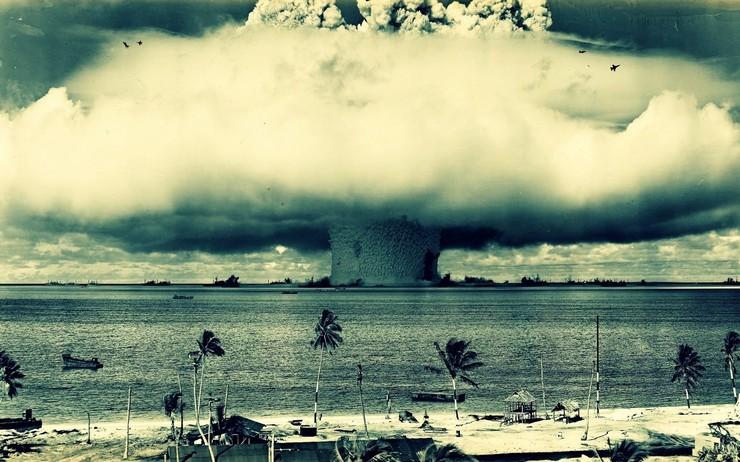 Взрыв бомбы Baker